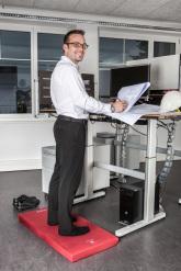 höhenverstellbarer Schreibtisch mit kybounder
