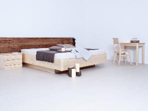 Bettgestell aus Massivholz mit Nachtkästchen / Bettschränkchen