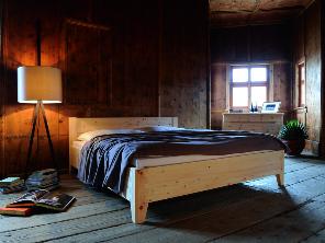 Bettgestell aus massivem Zirbenholz