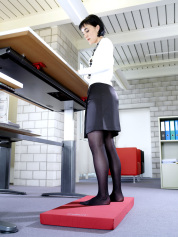 kybounder am höhenverstellbaren Schreibtisch